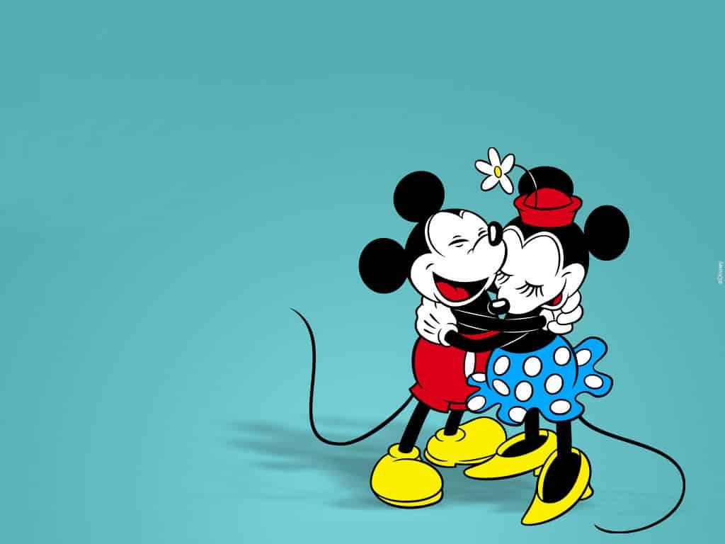 Imágen clásica de Minnie y Mickey abrazandose