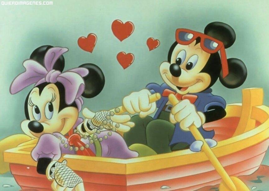 Imágen de amor de Mickey y Minnie en medio de una romántica cita paseando en bote