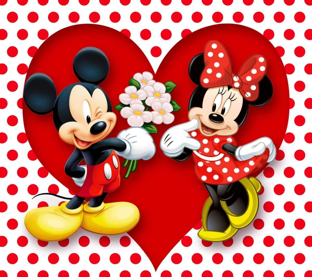Imágen de amor de Minnie y Mickey que le está regalando un ramo de flores
