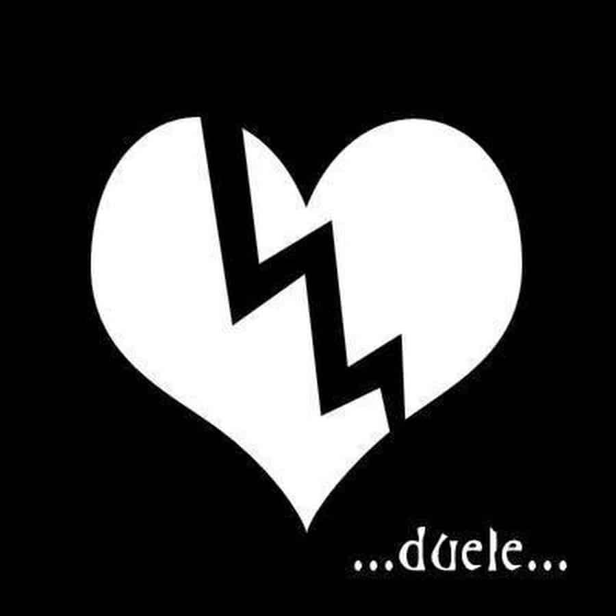 Imágen de amor despechado de un corazón roto con frase duele